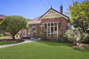 Five bedroom un-renovated Federation home on 925 sqm in Chatwsood sells for $4.955m.